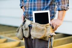 Trabalhador da construção With Tablet Computer dentro Fotos de Stock
