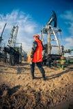 Trabalhador da indústria de petróleo e gás imagens de stock royalty free