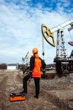 Trabalhador da indústria de petróleo e gás foto de stock royalty free