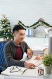 Trabalhador da Noite de Natal Fotografia de Stock Royalty Free