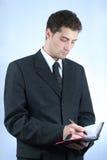 Trabalhador de colar branco com pena e nota Imagens de Stock