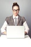 Trabalhador de escritório encantador Imagens de Stock Royalty Free