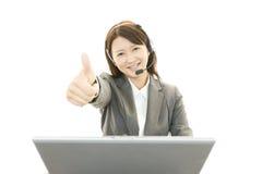 Trabalhador de escritório fêmea surpreendido Foto de Stock