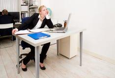 Trabalhador de escritório furado Imagens de Stock