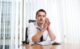 Trabalhador de escritório real imagem de stock