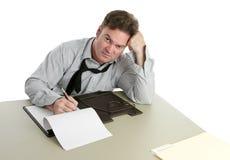 Trabalhador de escritório - trabalhando tarde fotografia de stock