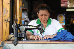 Trabalhador de matérias têxteis Foto de Stock Royalty Free
