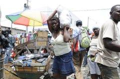 Trabalhador de mulher em Haiti. imagens de stock