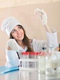 Trabalhador de pesquisa com tubos de ensaio Fotos de Stock