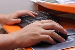 Trabalhador do computador Imagens de Stock