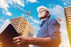 Trabalhador do construtor da construção do homem do close-up fotografia de stock royalty free
