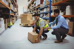 Trabalhador do treinamento do gerente para a medida de saúde e de segurança Imagem de Stock Royalty Free