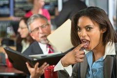 Trabalhador enojado com homem Imagens de Stock Royalty Free