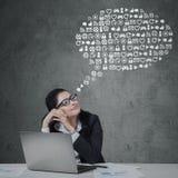 Trabalhador fêmea com os ícones da Web ajustados Imagens de Stock Royalty Free