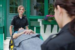Trabalhador feliz da emergência médica Fotografia de Stock