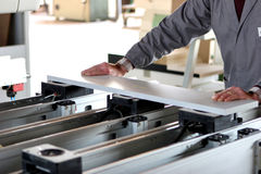 Trabalhador industrial da mobília imagens de stock royalty free