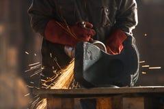 Trabalhador industrial na fábrica foto de stock royalty free