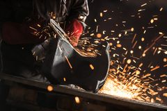 Trabalhador industrial na fábrica imagem de stock royalty free