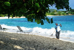 Trabalhador local na praia Foto de Stock Royalty Free