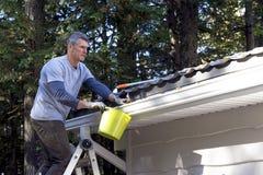 Trabalhador manual que executa a manutenção home - Fotografia de Stock Royalty Free