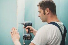 Trabalhador masculino considerável imagens de stock