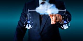 Trabalhador masculino de Equating Female And do gerente através da nuvem Fotos de Stock Royalty Free