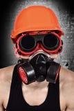 Trabalhador na máscara do biohazard imagem de stock
