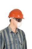 Trabalhador nos vidros, no capacete e no respirador Imagens de Stock