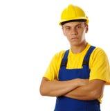 Trabalhador novo que desgasta o chapéu duro Foto de Stock Royalty Free