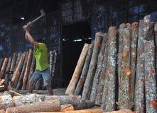 Trabalhador que faz seu trabalho Foto de Stock