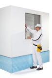 Trabalhador que grava um quadro da janela Imagem de Stock