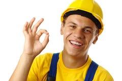 Trabalhador que mostra o sinal APROVADO Fotos de Stock Royalty Free