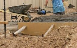 Trabalhador que trabalha em um terreno de construção Fotografia de Stock