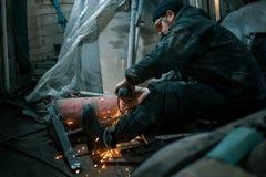 Trabalhador roupa militar no aço visto foto de stock royalty free