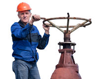 Trabalhador superior que gira a porta enorme da válvula no fundo branco Imagens de Stock Royalty Free