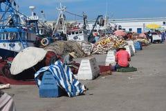Trabalhadores ao lado da praia fotografia de stock royalty free