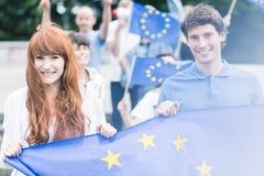 Trabalhadores da comunidade com bandeiras fotos de stock
