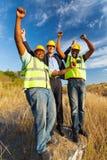 Trabalhadores da construção bem sucedidos fotografia de stock royalty free