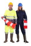 Trabalhadores da construção com cones Fotografia de Stock