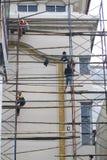 Trabalhadores da construção do andar dos sistemas de segurança Fotografia de Stock Royalty Free