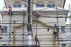 Trabalhadores da construção do andar dos sistemas de segurança Foto de Stock