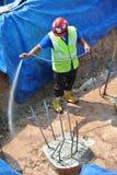 Trabalhadores da construção que pulverizam o tratamento químico da anti térmita Imagens de Stock Royalty Free