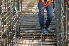 Trabalhadores da construção que trabalham no canteiro de obras Fotografia de Stock