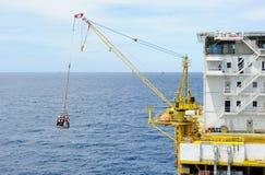 Trabalhadores de transporte em no mar Imagens de Stock Royalty Free