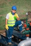 Trabalhadores do óleo foto de stock royalty free