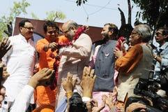 Trabalhadores do partido de Bjp que comemoram durante a eleição na Índia Fotografia de Stock Royalty Free