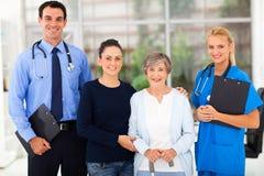 Trabalhadores do setor da saúde pacientes fotografia de stock royalty free