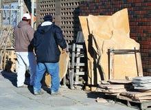 Trabalhadores do tijolo e da pedra foto de stock