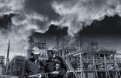 Trabalhadores e poluição da indústria Fotos de Stock