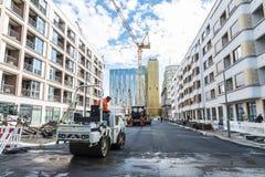 Trabalhadores que asfaltam uma rua em Berlim, Alemanha Imagem de Stock